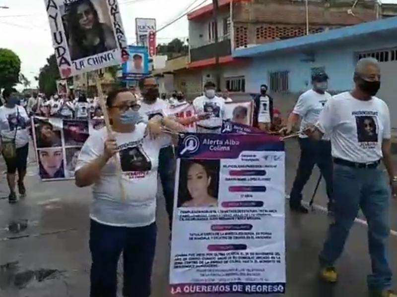 Familiares de desaparecidos en Colima marchan en la capital