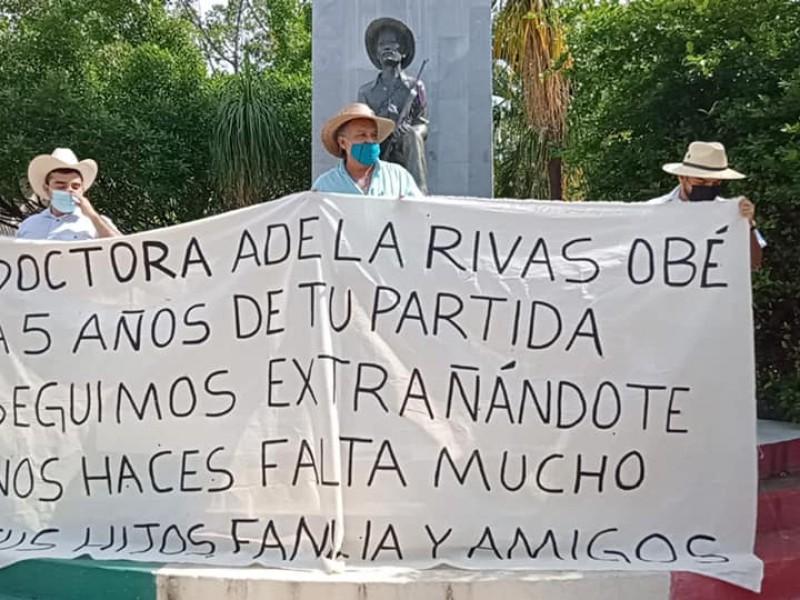 Familiares rinden homenaje póstumo a la Dra. Adela Rivas Obé