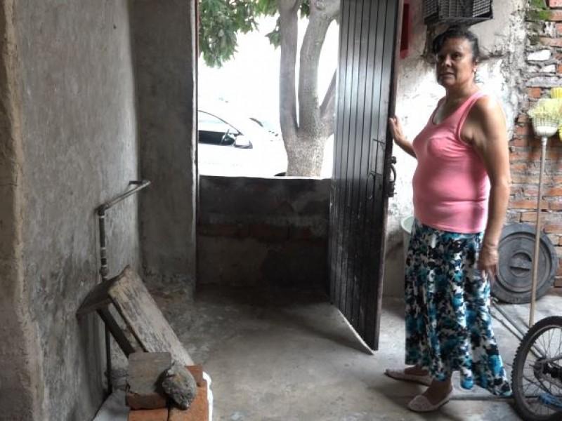 Familias piden apoyos tras las inundaciones en la colonia Ferrocarril