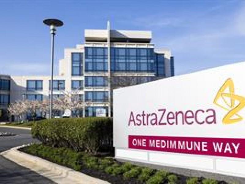 Farmaceutica AstraZeneca evalúa nueva vacuna contra variante beta