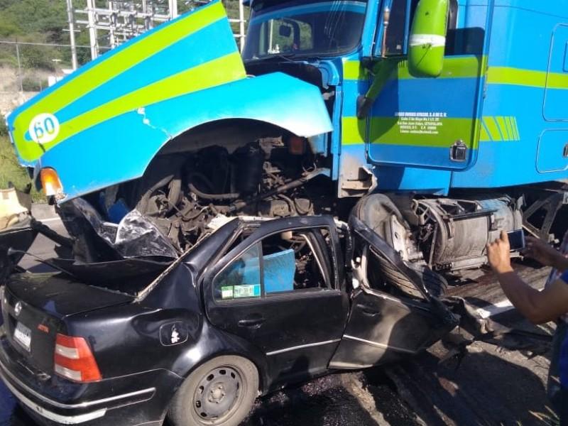 Fatal accidente en el Camarón Yautepec, carretera Oaxaca-Istmo