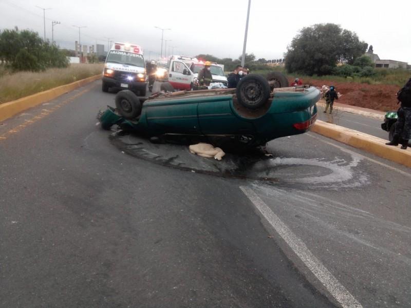 Fatal volcadura dejó un muerto y ocho lesionados en Guadalupe
