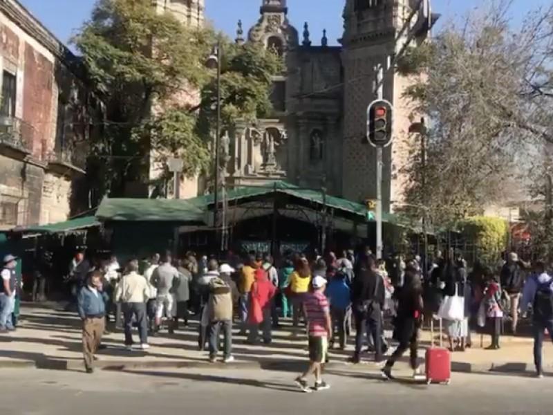 Feligreses acuden a San Hipólito pese a restricciones