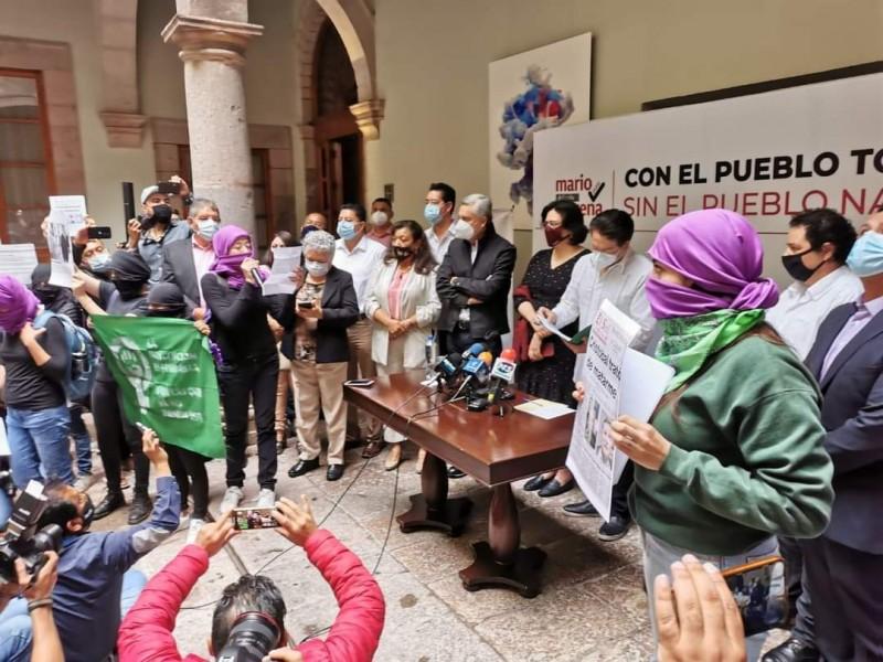 Feministas exigen que no sea Cristóbal Arias candidato a gobernador
