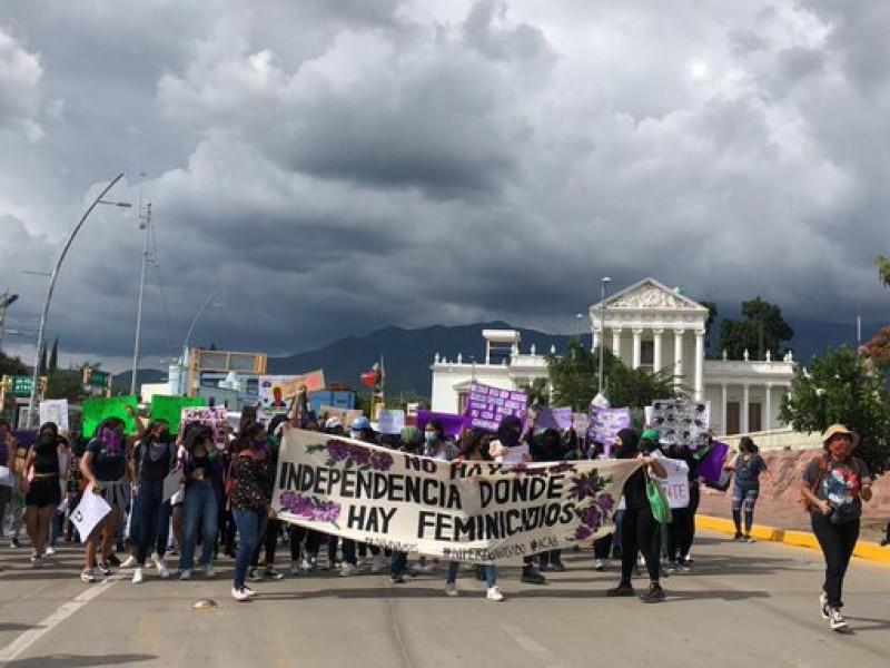 Feministas vandalizan espacios públicos y privados en Oaxaca