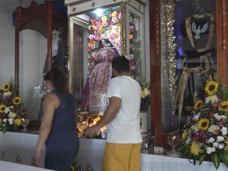 Fieles rinden culto a Santa Elena en Tehuantepec