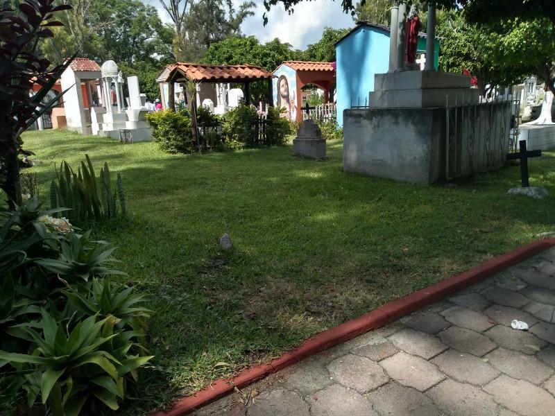 Finalizan preparativos en panteón municipal de Jiquilpan