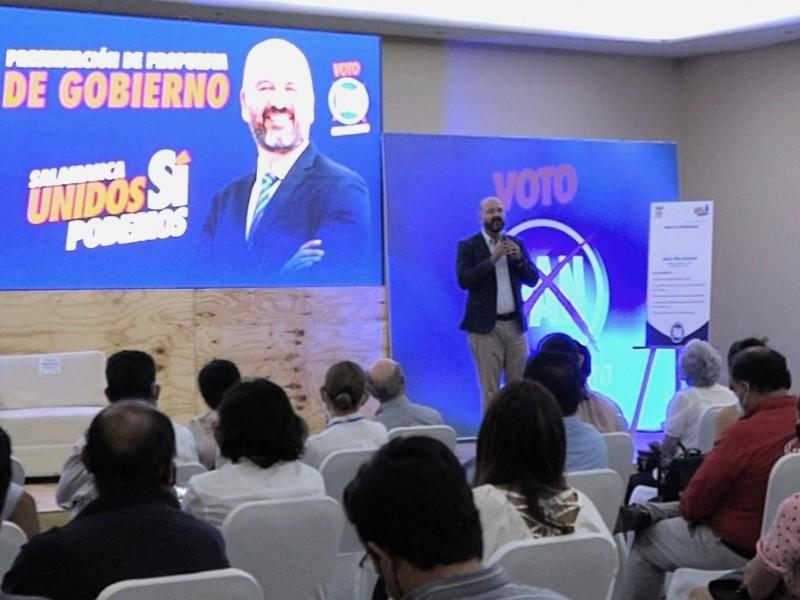 Firma compromisos Isaac Piña