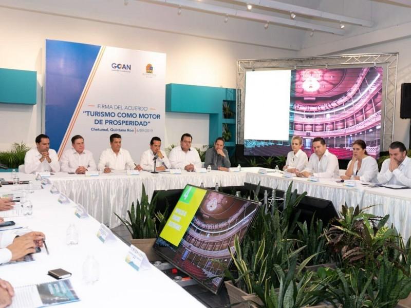 Firma Pancho Domínguez acuerdo de Turismo