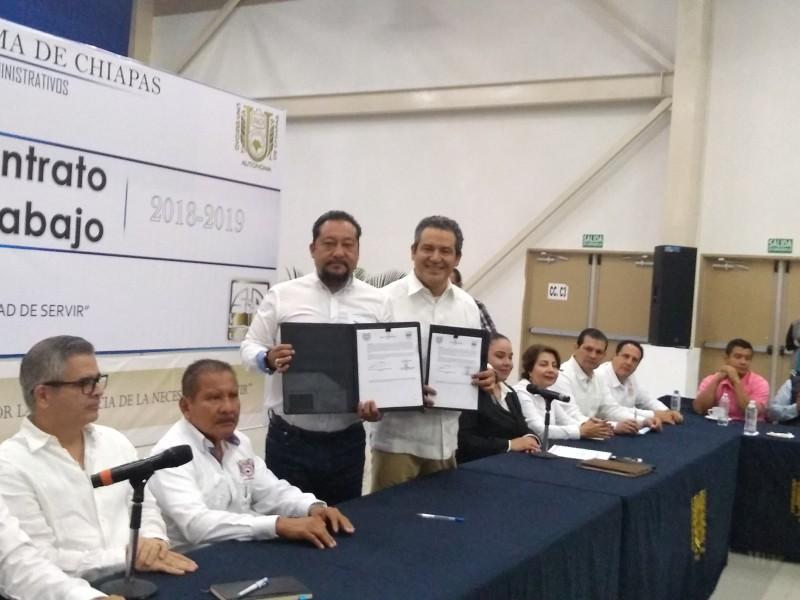 Firman contrato colectivo STAUNACH y UNACH