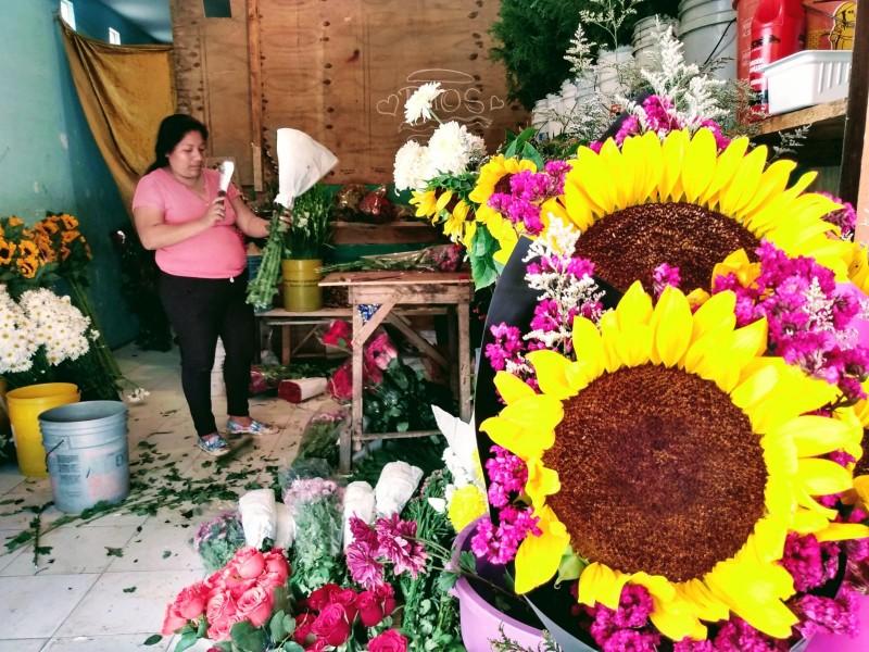 Florerías se preparan para la venta del 10 de Mayo