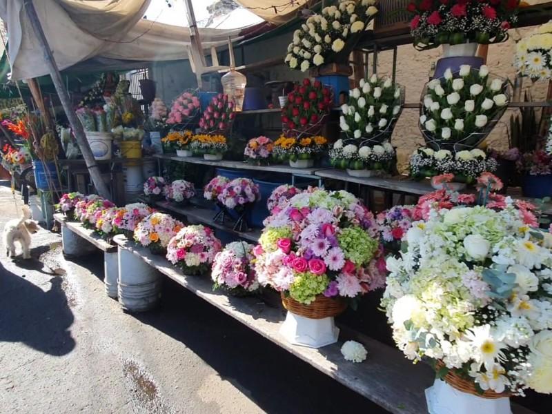 Floristas del panteón municipal siguen reportando bajas ventas