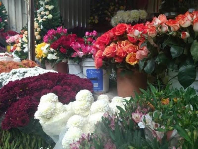 Floristas obtienen permiso para vender a puerta cerrada