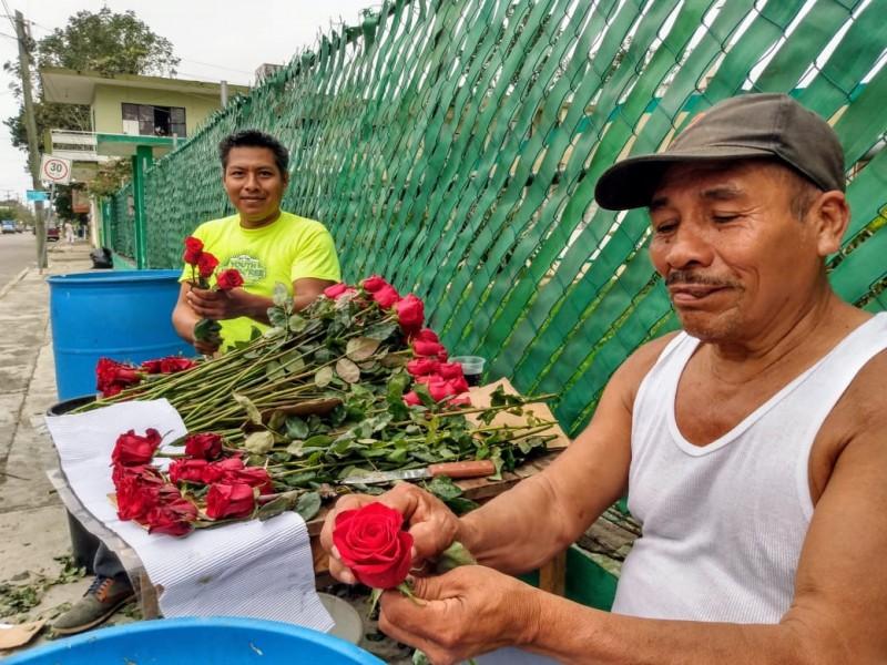 Fluctúan precios  de flores por San Valentín