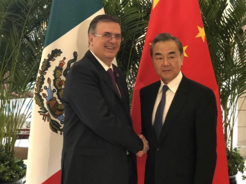 Formaliza Ebrard relación con China