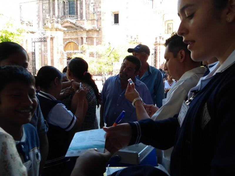 Fortalecen esquemas de vacunación entre población vulnerable
