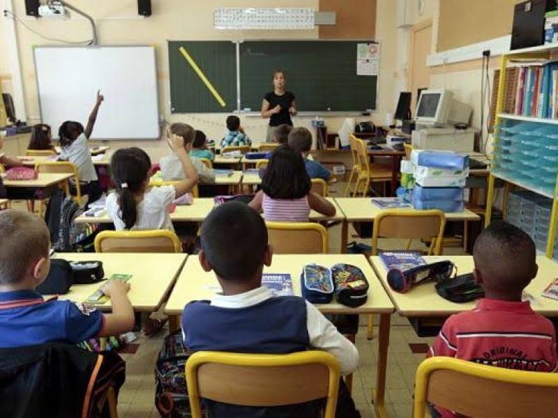 Francia experimenta pruebas en grupos escolares con un caso positivo