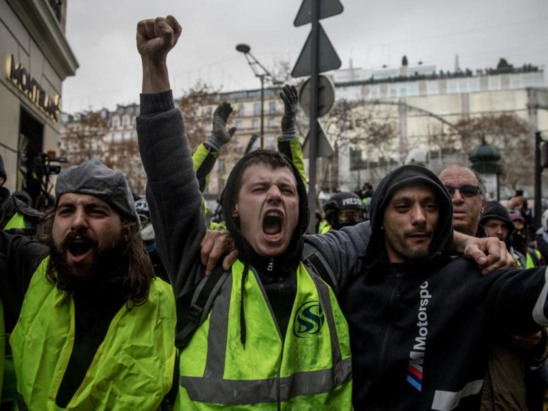 Francia notifica casi 2 mil detenidos en protestas