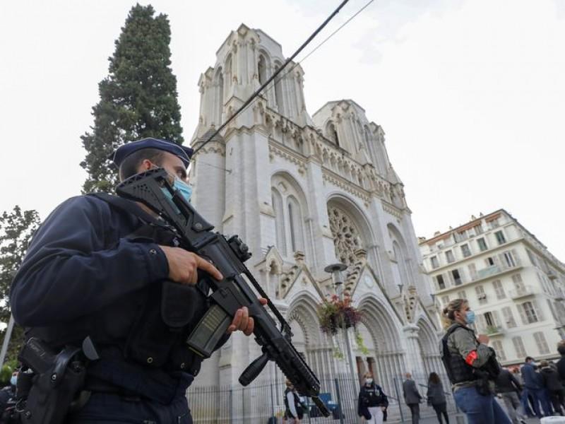 Francia refuerza vigilancia tras ataque yihadista en iglesia