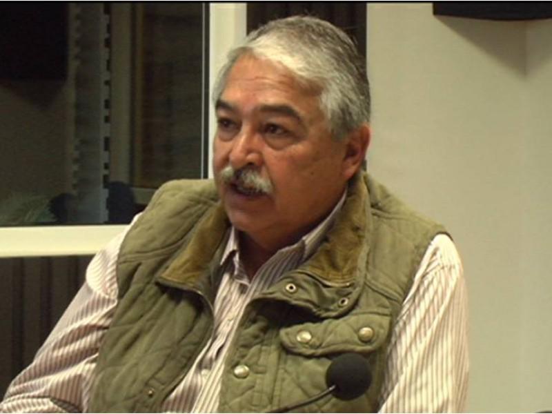 Francisco Esparza, su historia detrás del micrófono