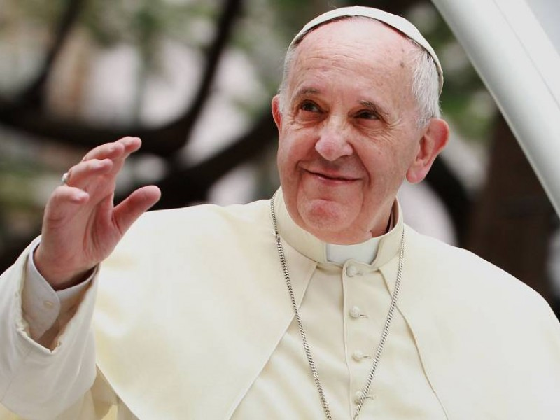 Papa Francisco recibe dosis de refuerzo anti Covid-19