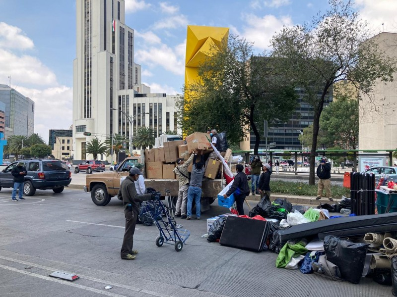 FRENAAA levanta plantón de Reforma, lo lleva al Zócalo