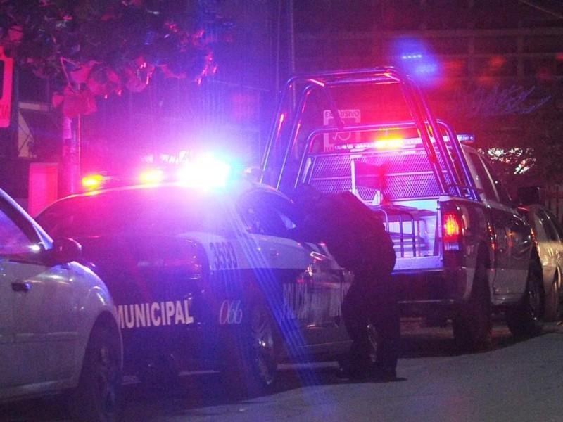 Frustran asalto y resultan policías heridos