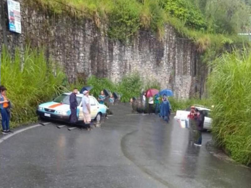 Fuerte accidente en Hueytamalco tras lluvias y neblina