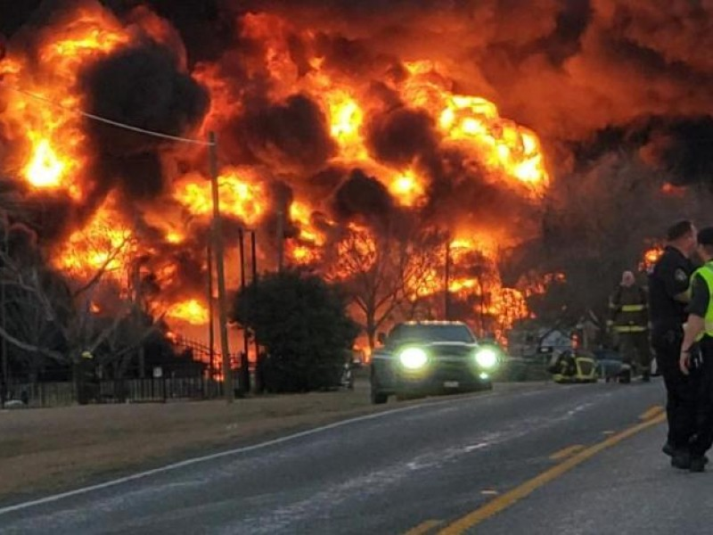 Fuerte explosión tras choque  de un tren en Texas