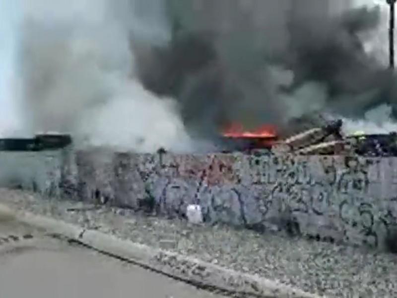 Fuerte incendio de vigas a espaldas del CUM