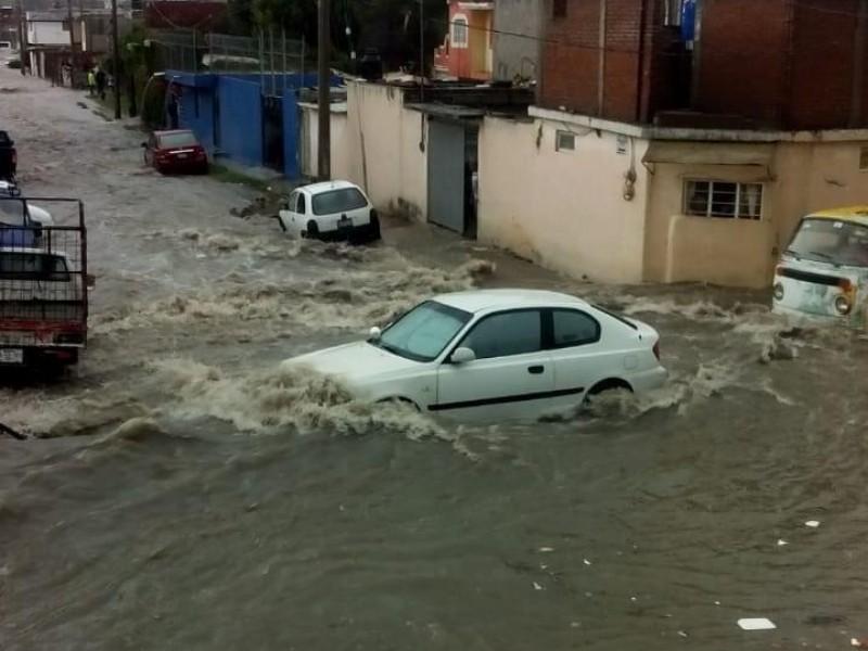 Fuerte lluvia, deja afectaciones en colonias de la capital poblana