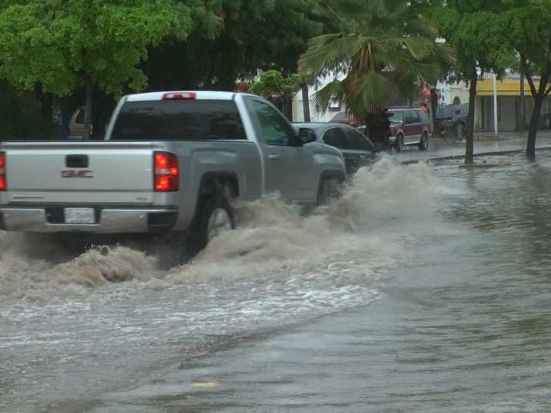 Fuertes encharcamientos dejan lluvias en Los Mochis