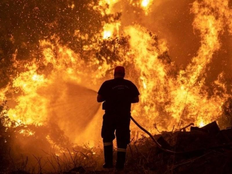 Fuertes incendios forestales azotan a Israel