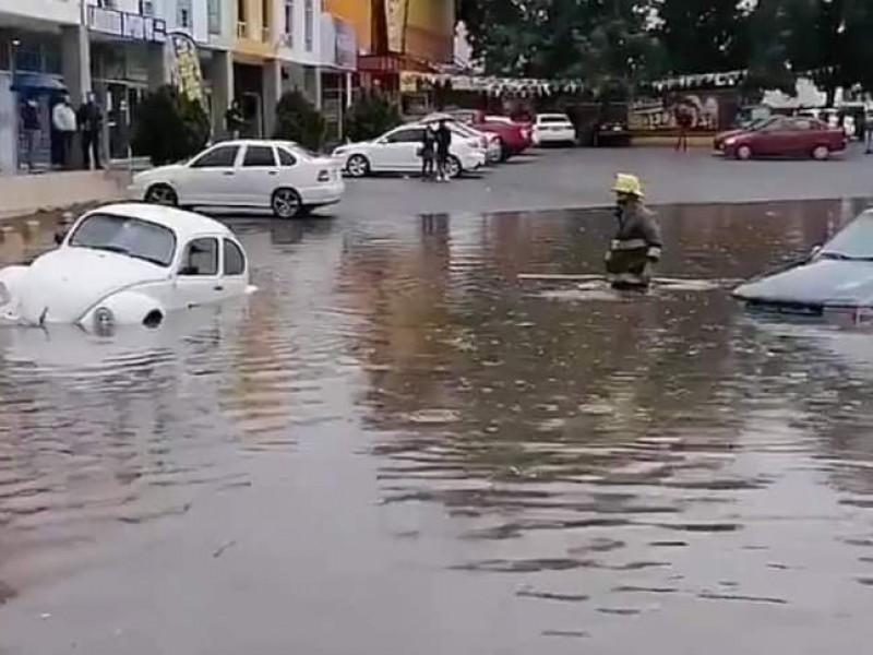 Fuertes lluvias generan inundaciones y encharcamientos en la capital