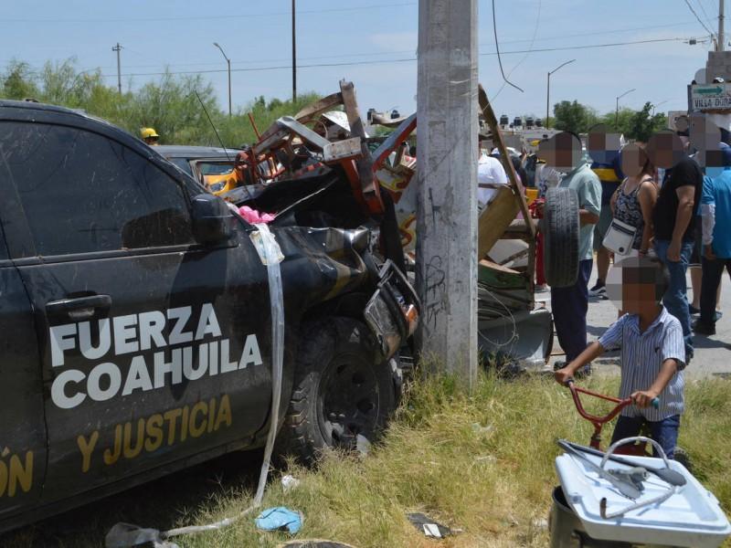 Fuerza Coahuila  prensa a mujer en Torreón
