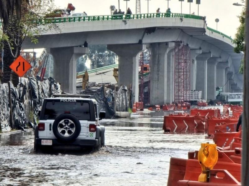 Fuga de agua en Periférico provoca cierre de veinte pozos