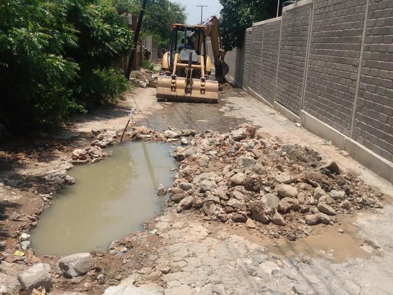 Fuga de aguas negras cumple 3 semanas en barrio Lieza