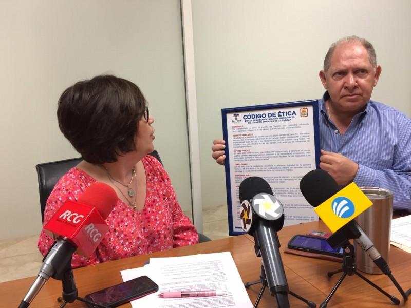 Funcionario municipal protagoniza choque; acusan negligencia