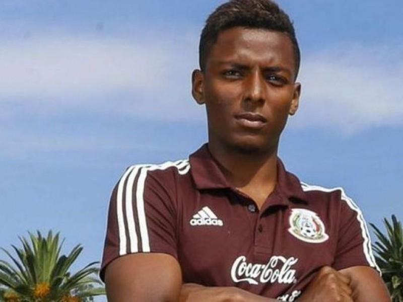 Futbolista paga fianza para salir de la cárcel
