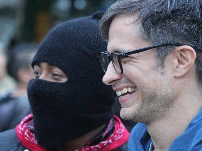 Gael García recibe reconocimiento de cine del EZLN