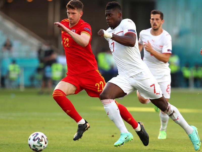 Gales y Suiza empatan en su debut de la Eurocopa