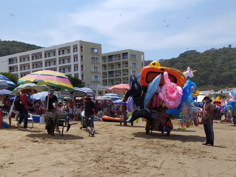 Ganancias del 50% reportan comerciantes en playas