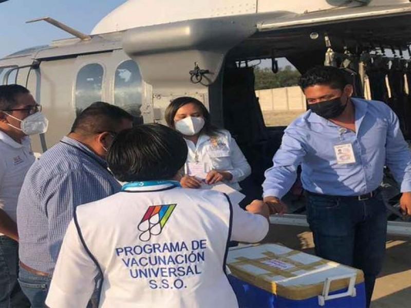Garantizan inicio de vacunación a maestros pese a bloqueo aeroportuario