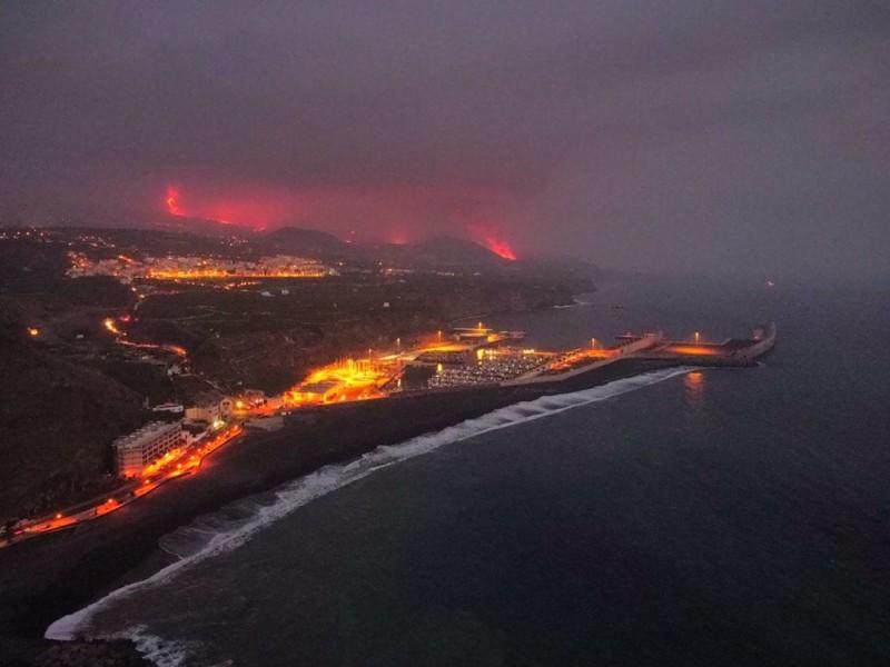Gases tóxicos por la llegada de lava al mar