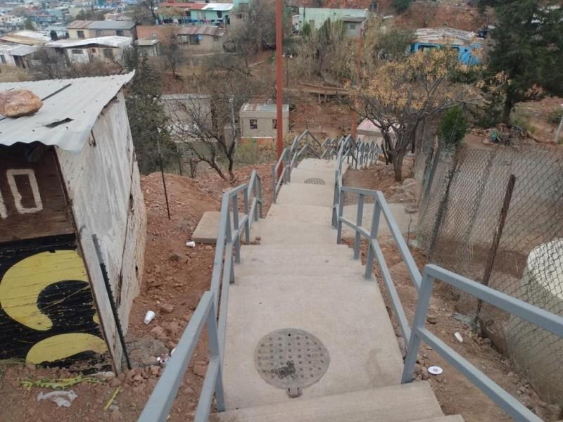 Gastan mas de medio millón de pesos en escalinatas