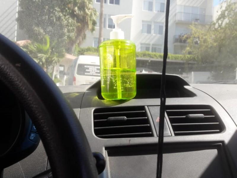 Gel antibacterial pudiera causar incendio en automóviles