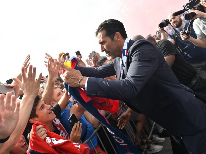 Gianluigi Buffon presentado con el PSG
