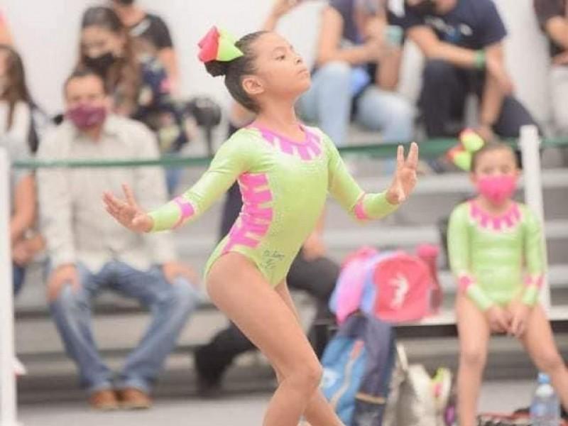 Gimnastas de Zihuatanejo destacan en competencia estatal