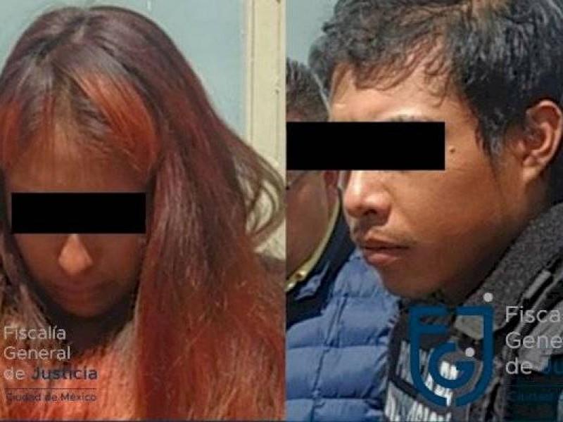 Giovana y Mario en área de acceso restringido en penales