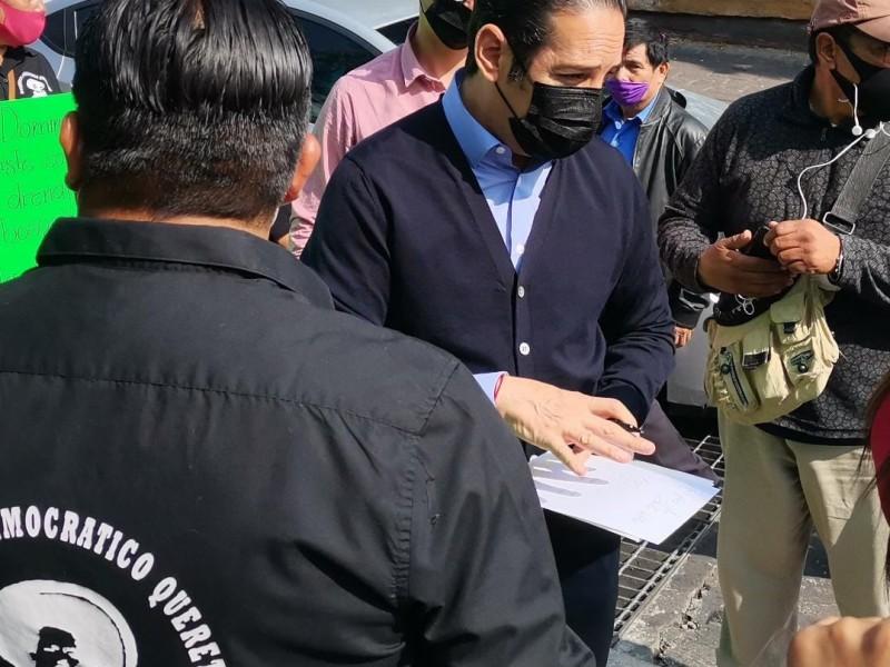Gobernador atiende a manifestantes en zaragoza